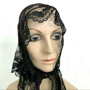 Vintage 1950's black lace scarf